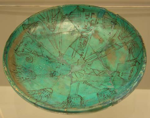 Fajanceskål fra Abydos med Ahmes-Nefertaris navn
