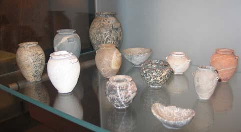 Små stenvaser og skåle fra El-Gerzeh nord for Medum, Naqada II Prædynastisk tid